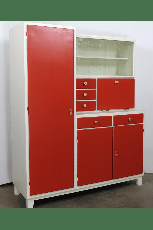 Rood-witte keukenkast