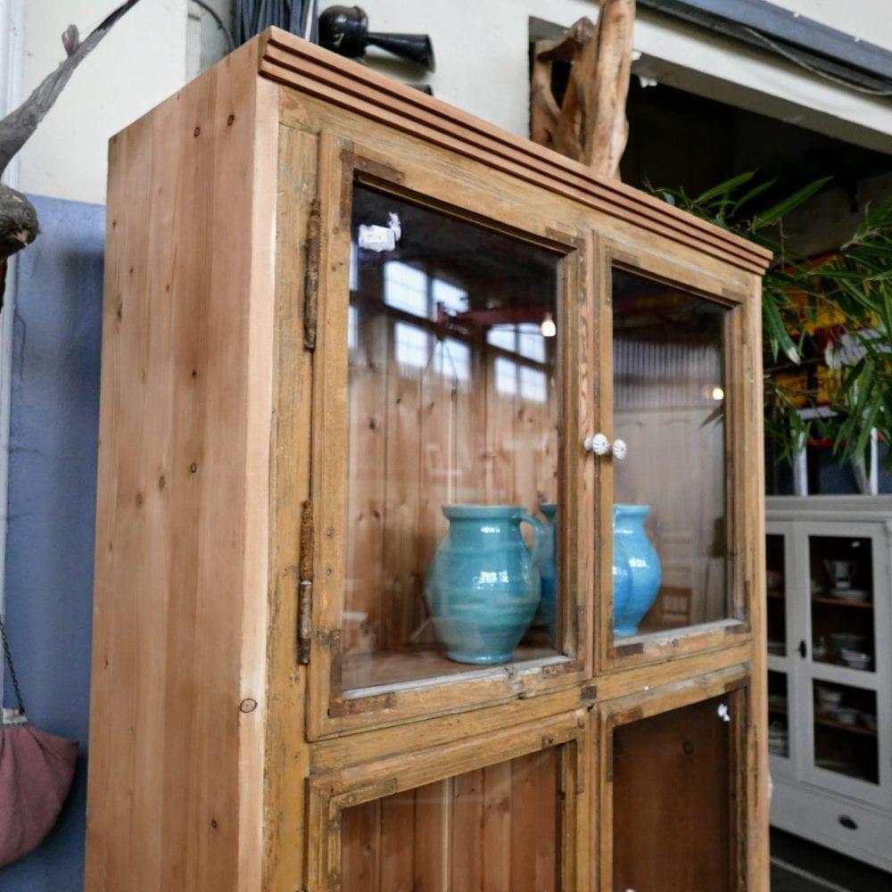 brocante houten vitrinekast
