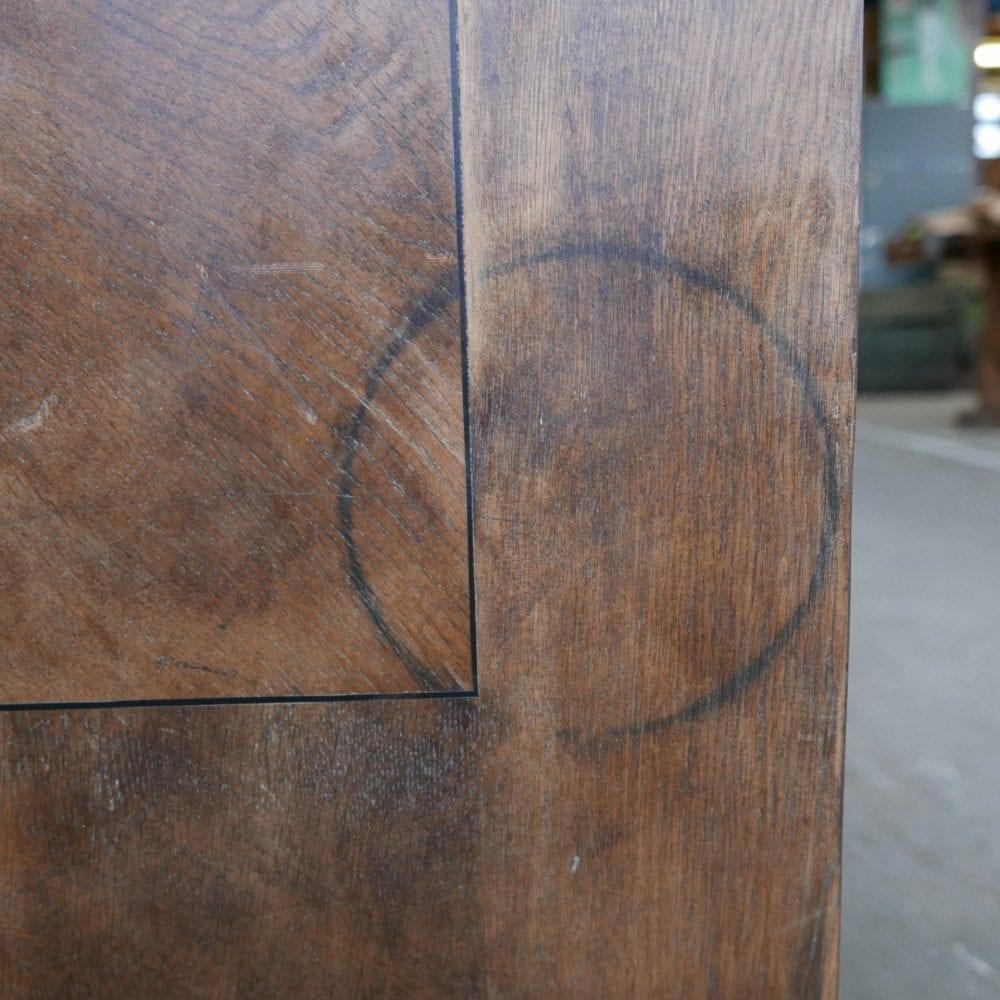 Houten bruine toog met lades