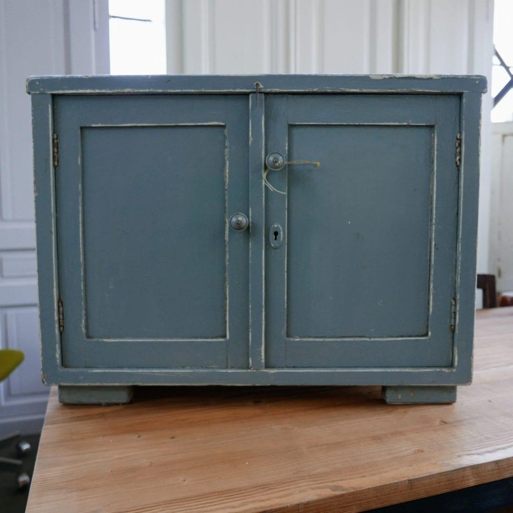 Blauwgrijs kastje