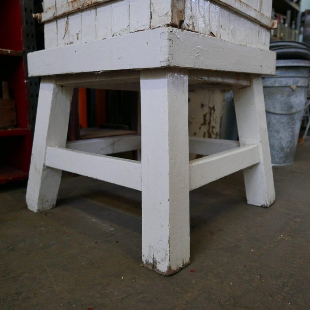 Wit houten hakblok