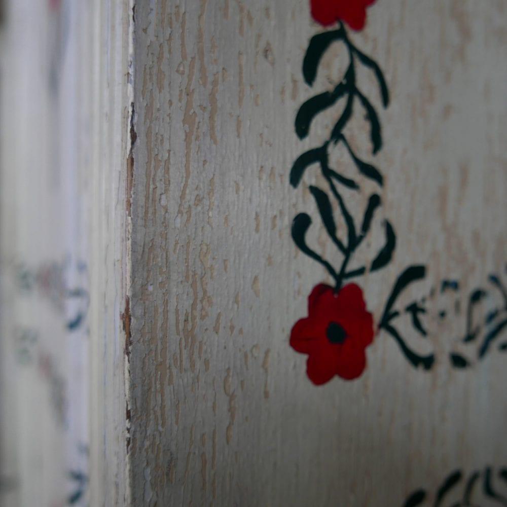 Beschilderde tulpenkast linnenkast