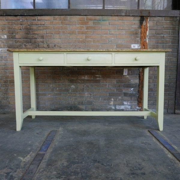 Gele tafel met lades