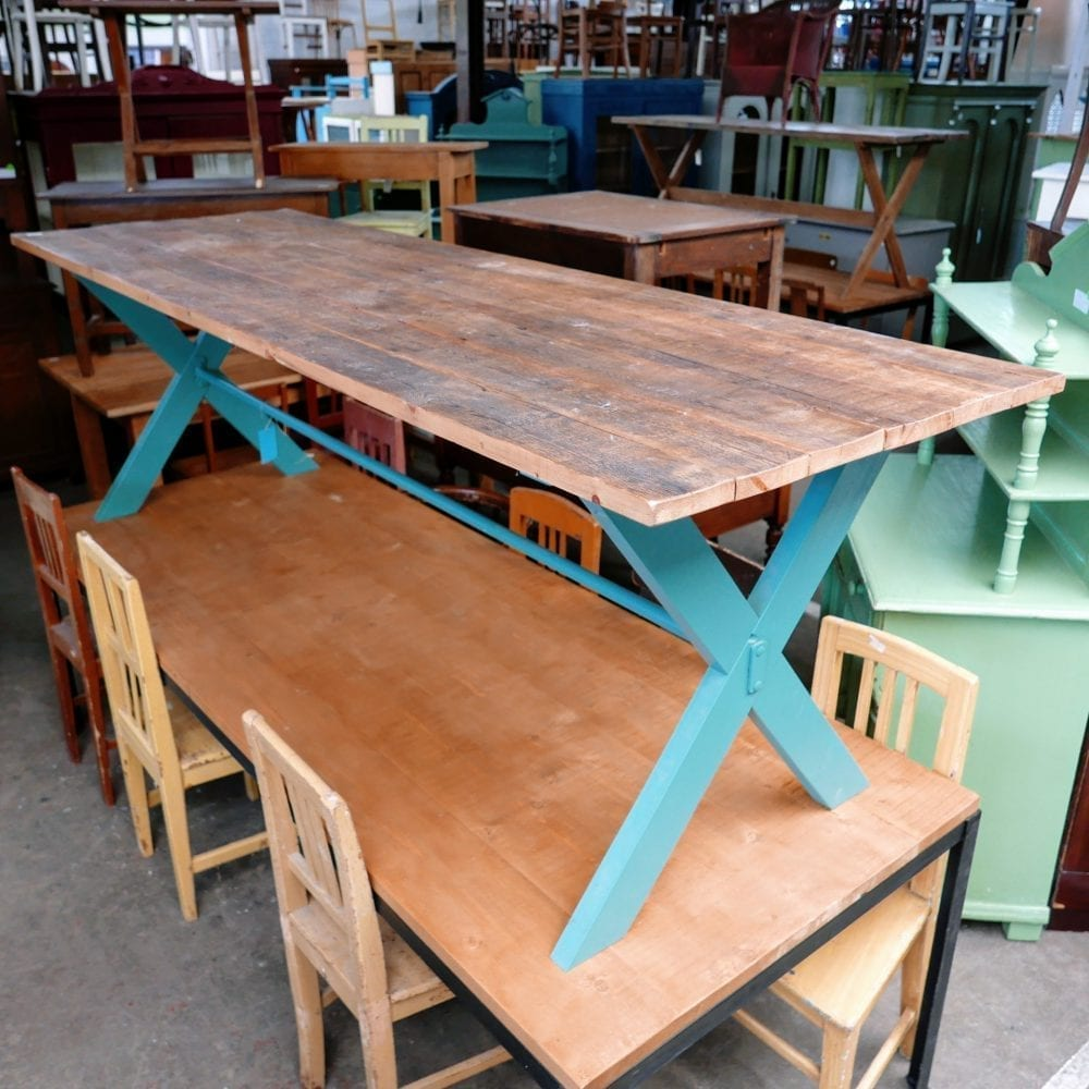 Turquoise kruispoot tafel