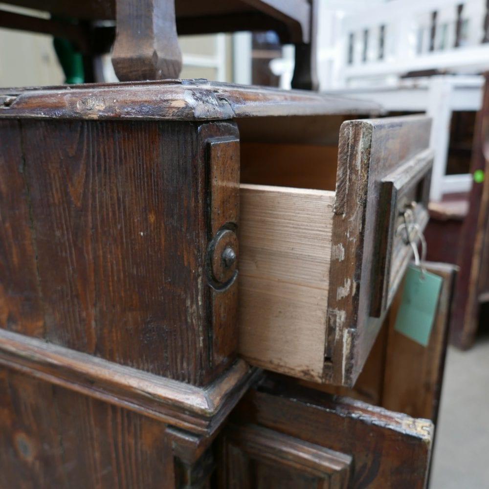 Hongaars houten kastje