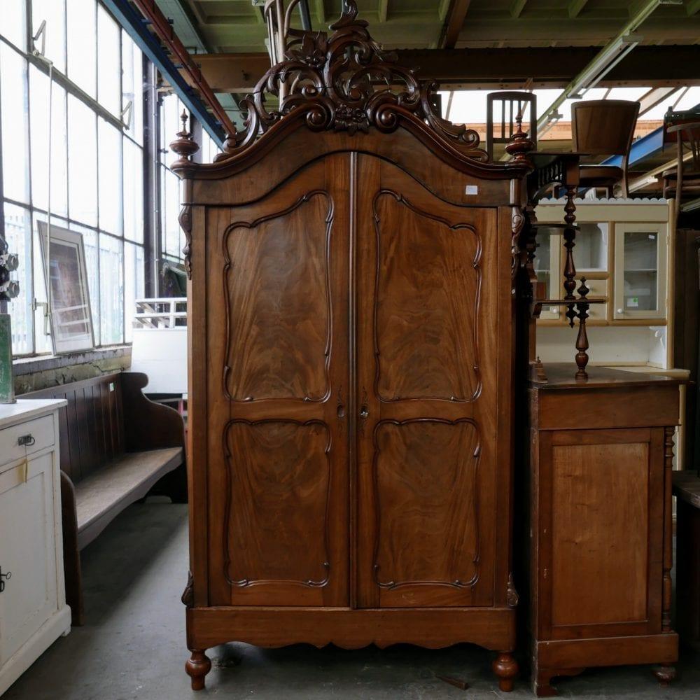 Antieke barok kast