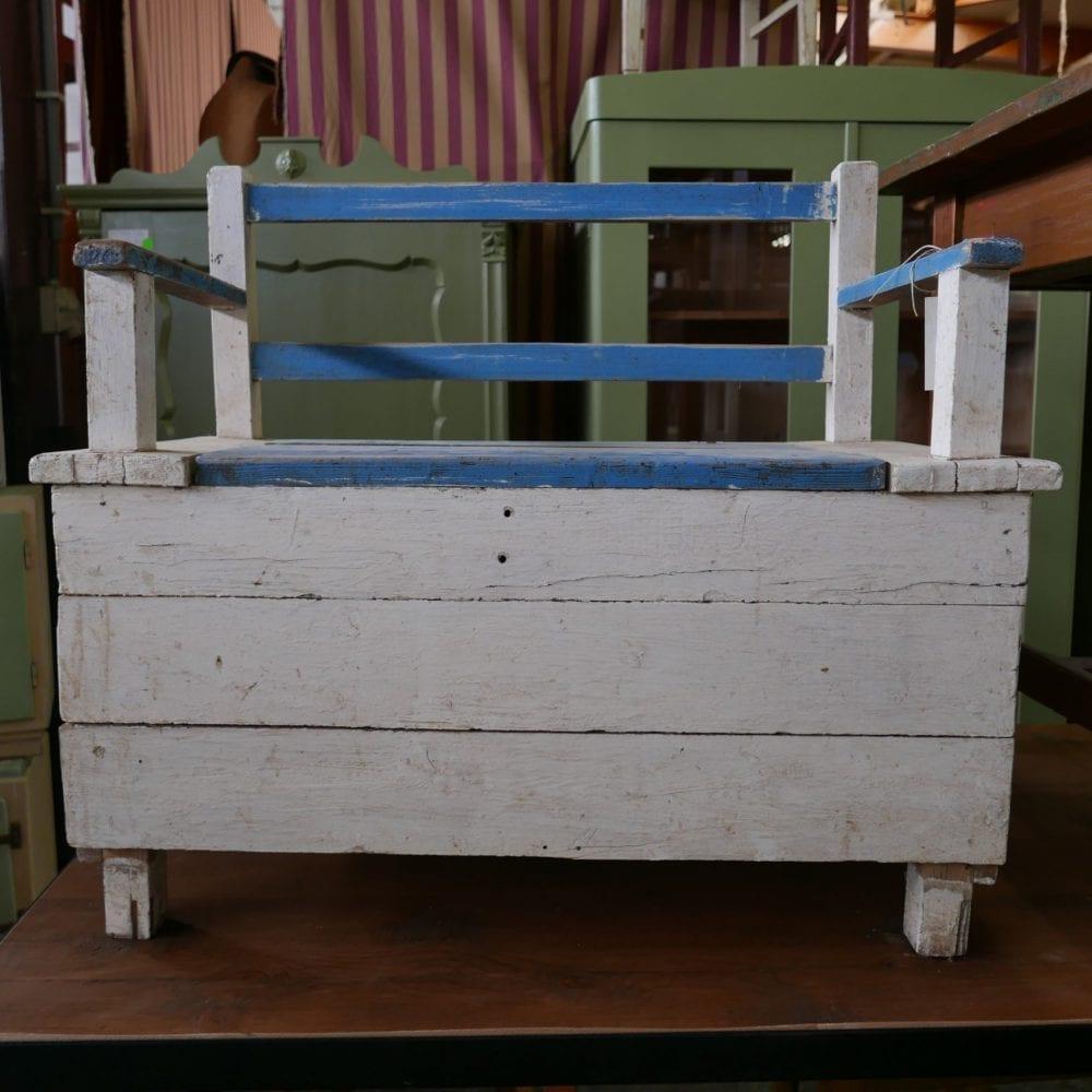 Wit-blauwe kinderbank