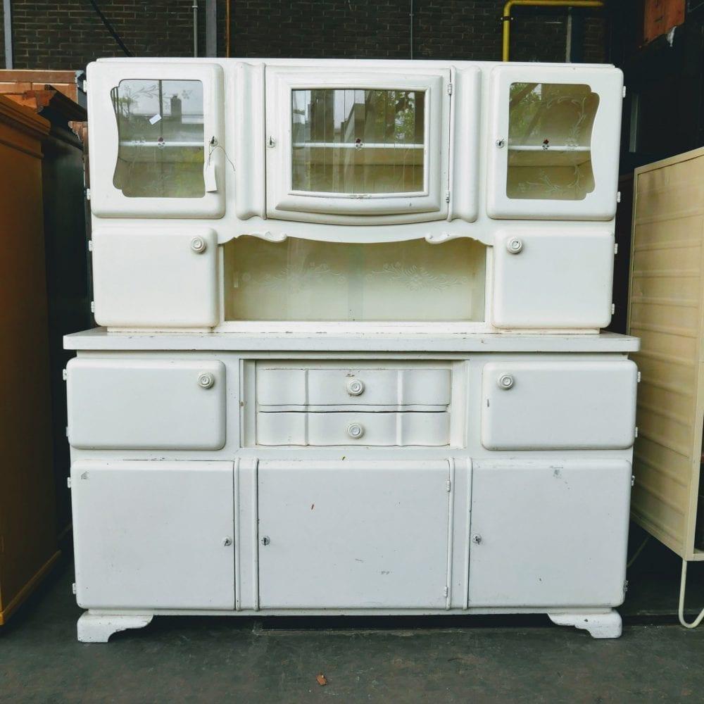 Witte houten keukenkast buffetkast