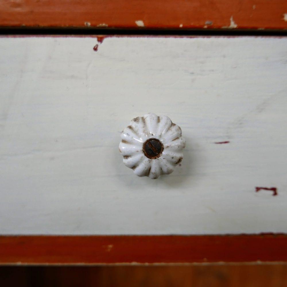 Oranje-wit dressoir