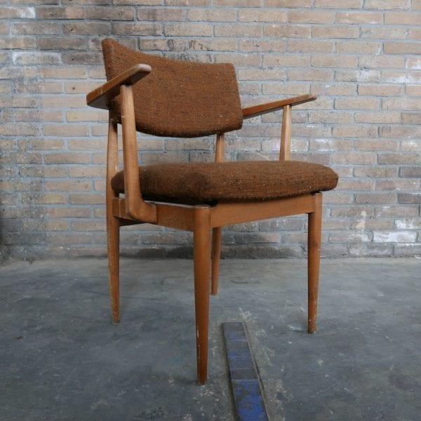 Retro stoel met houten armleuningen