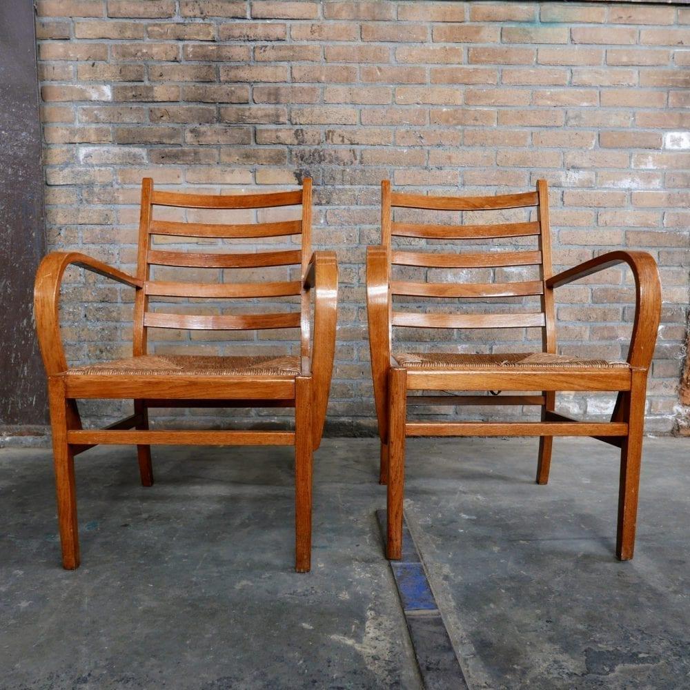 Houten fauteuil met rieten zitting