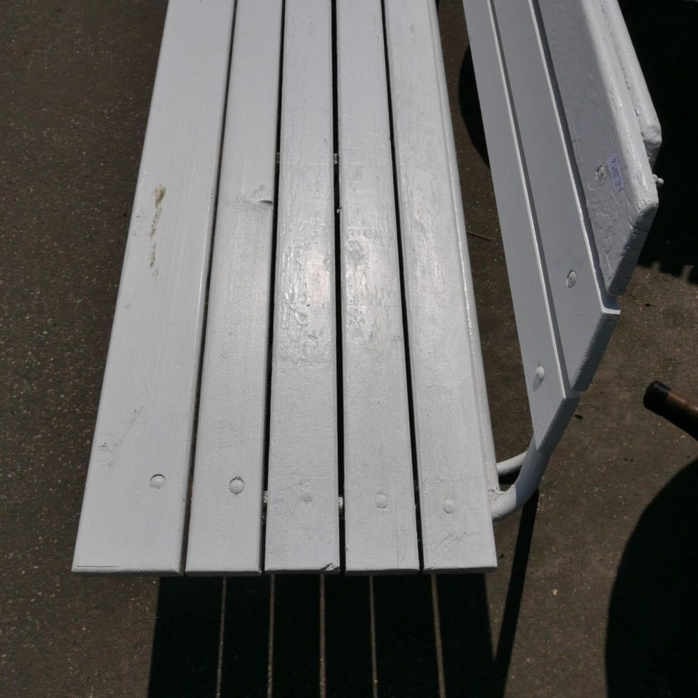 Witte metalen houten tuinbank