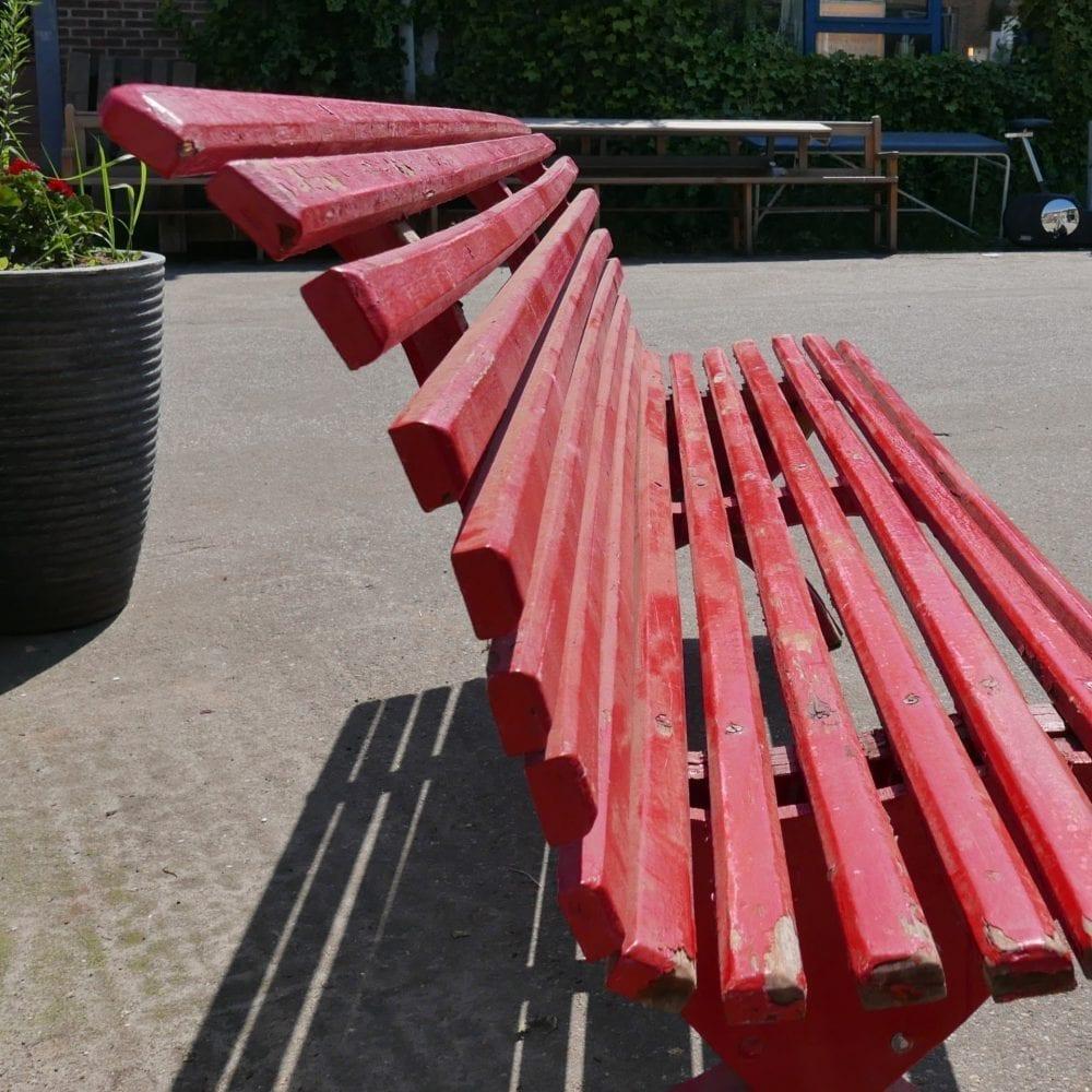 Rode houten latten tuinbank