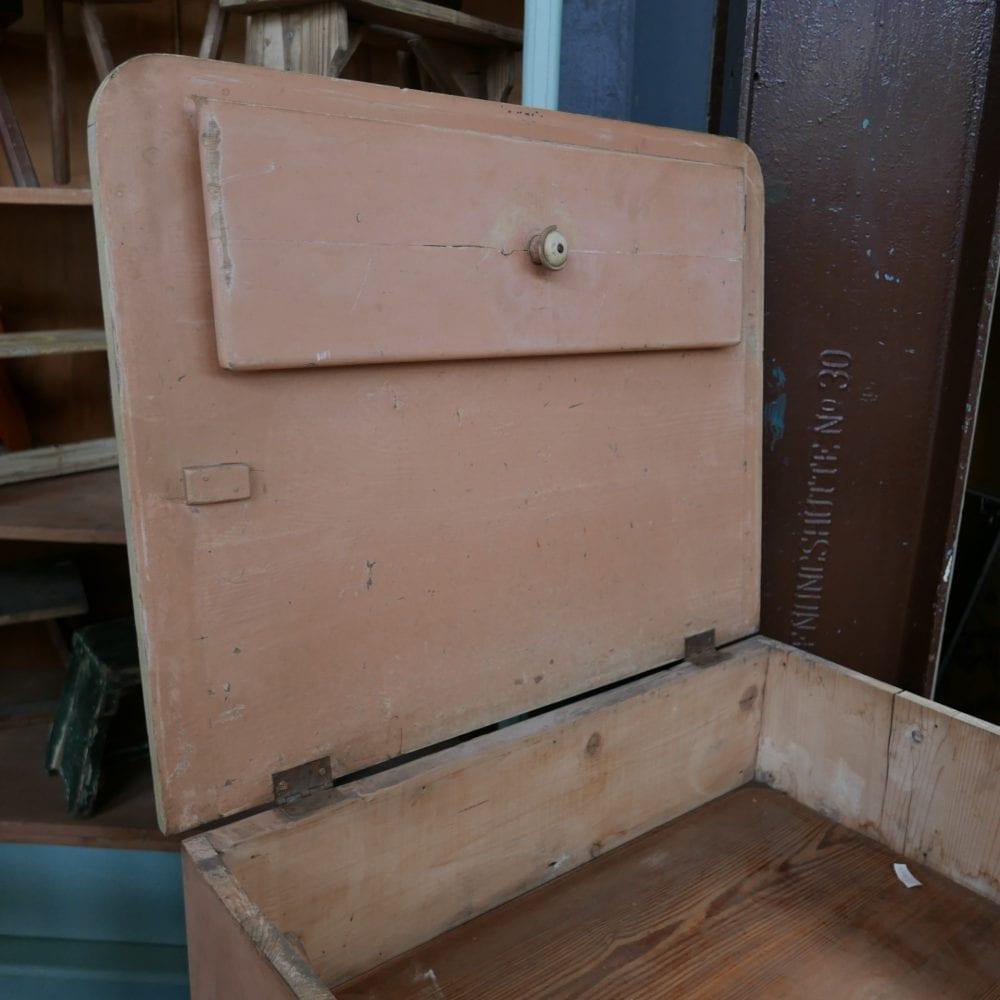 Zalmroze badkamer kast