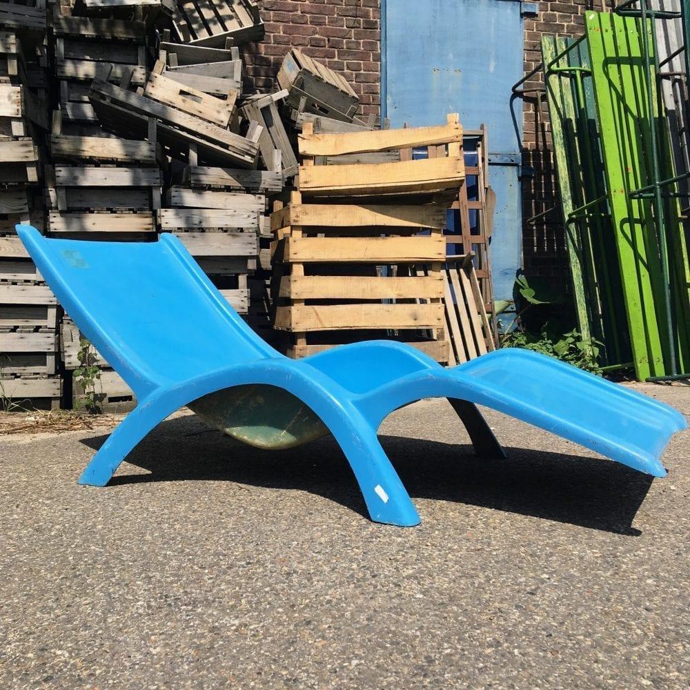 blauwe ligstoel