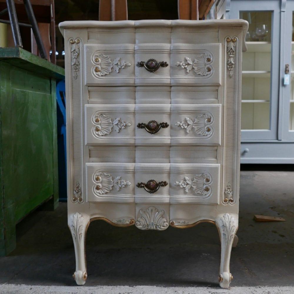 Barok wit houten kastje