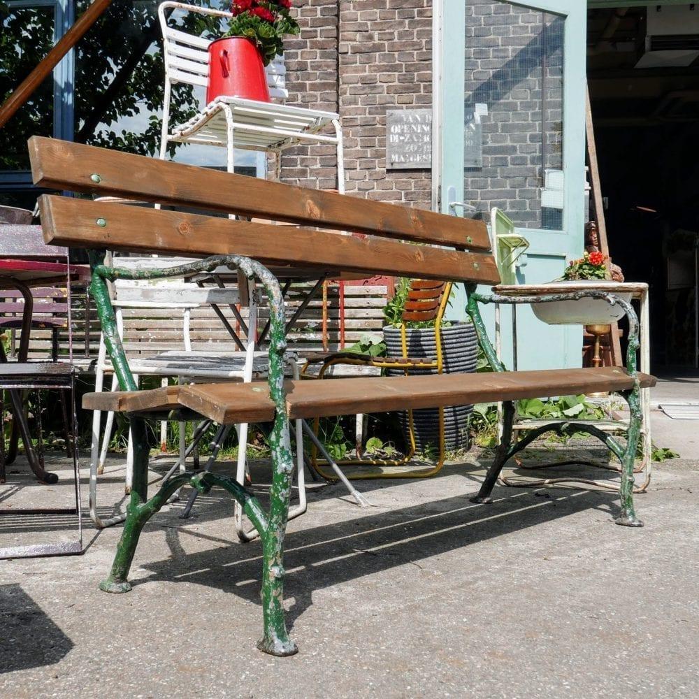 Groen metalen tuinbank met hout