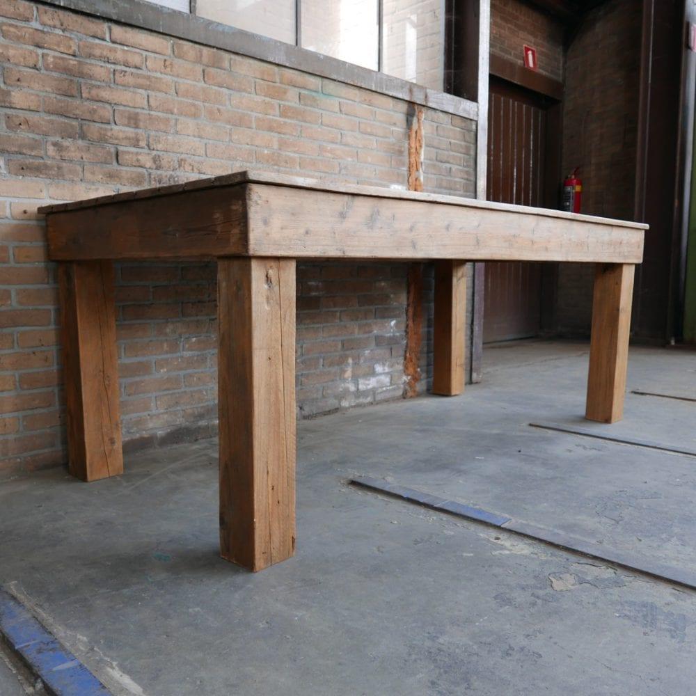 Grote houten werktafel