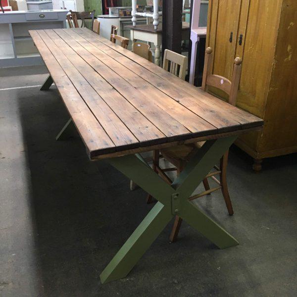 Groene kruispoot tafel