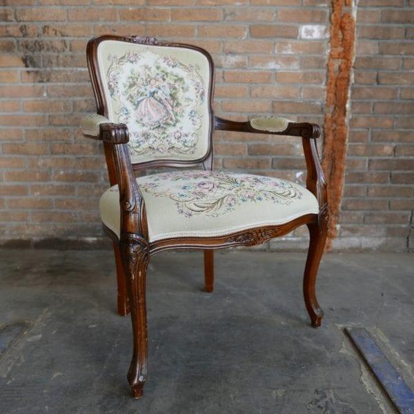 Barok geborduurde stoel