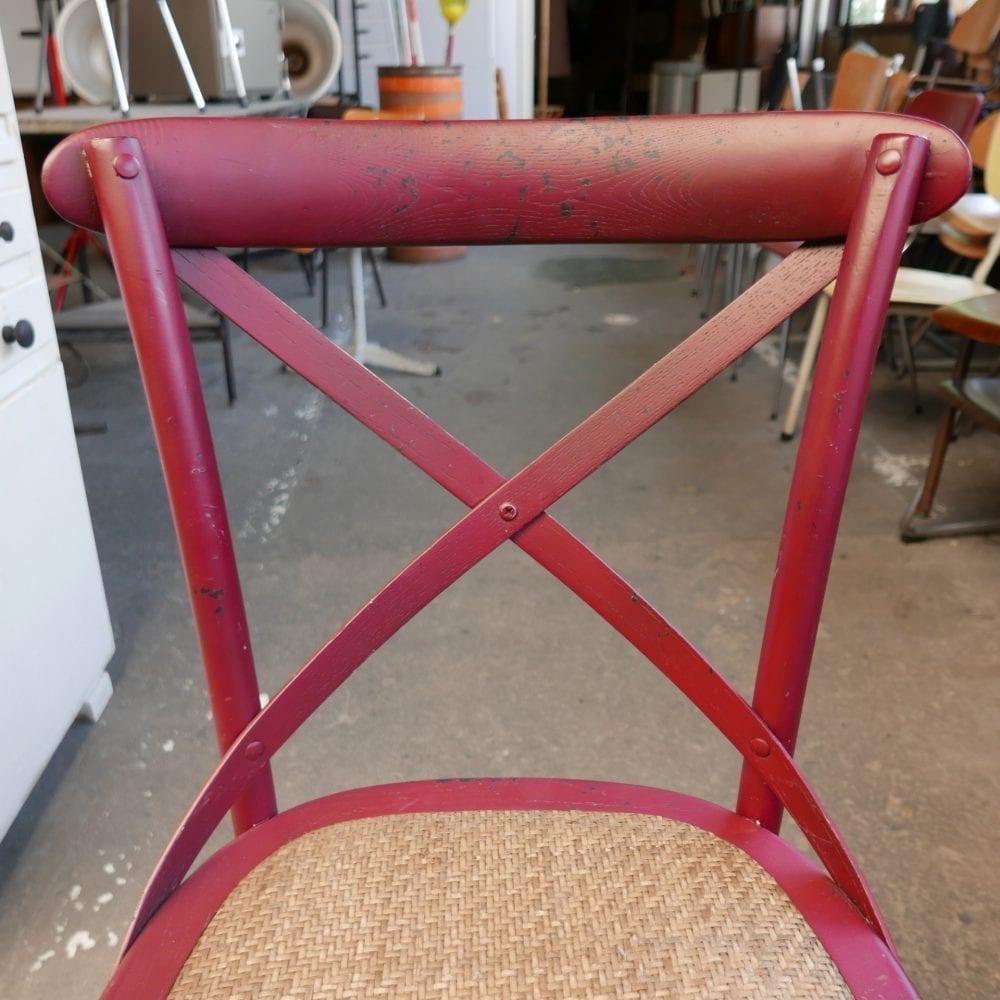 Rode rieten stoelen