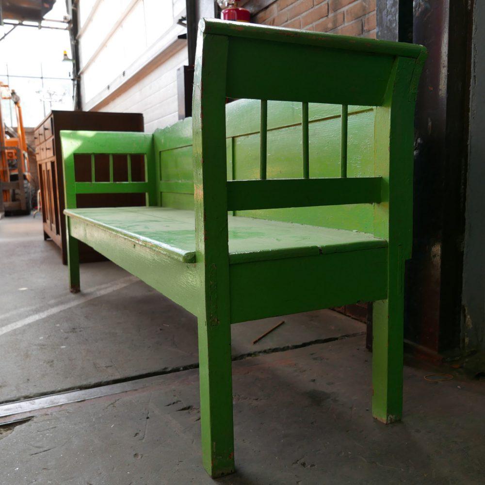 Groene houten bank