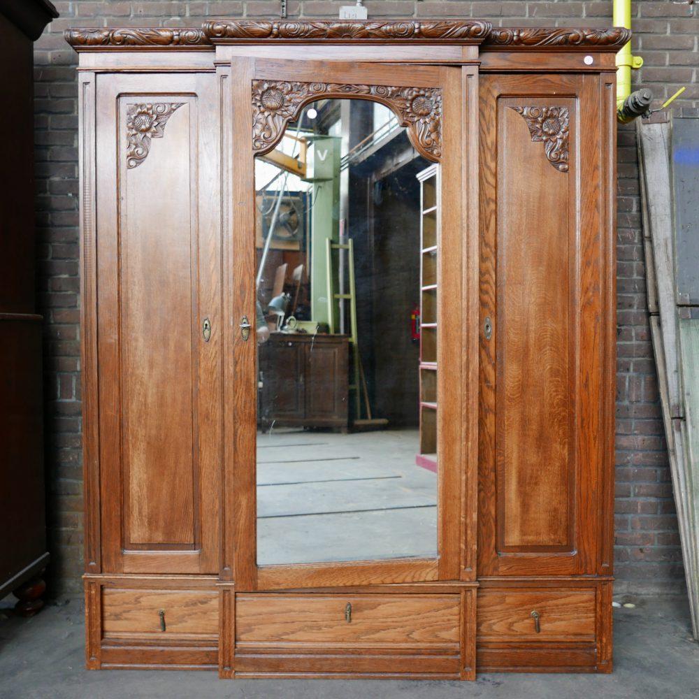 Antieke spiegelkast