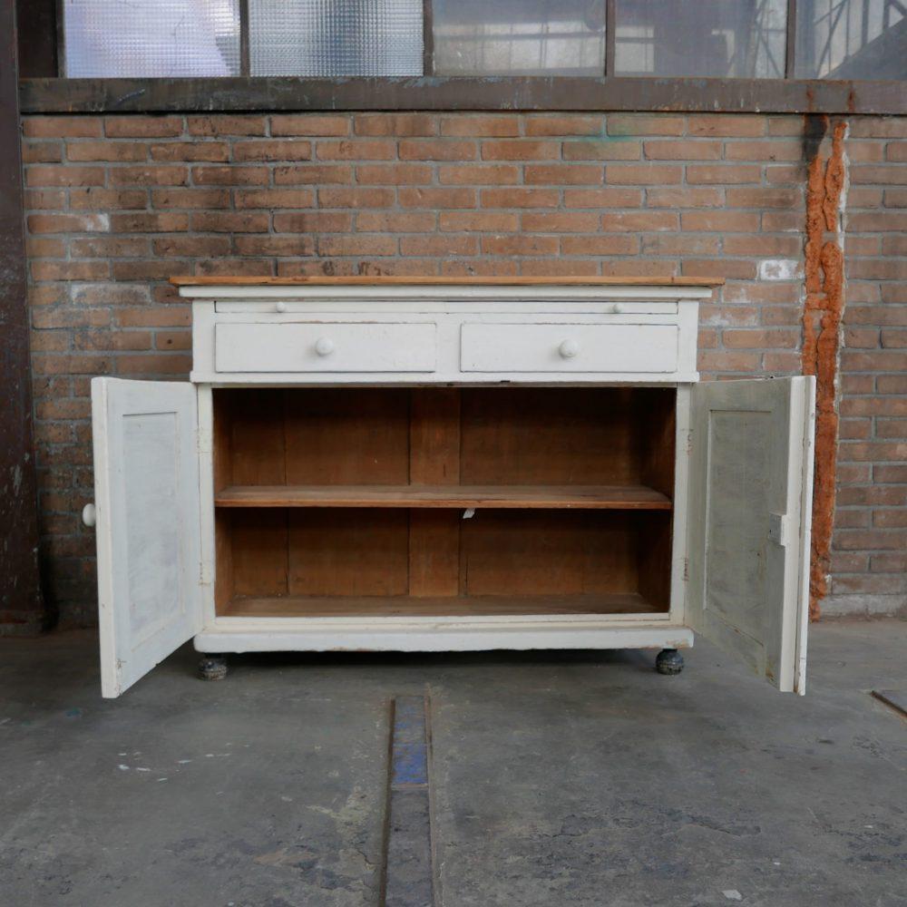 witte houten commode