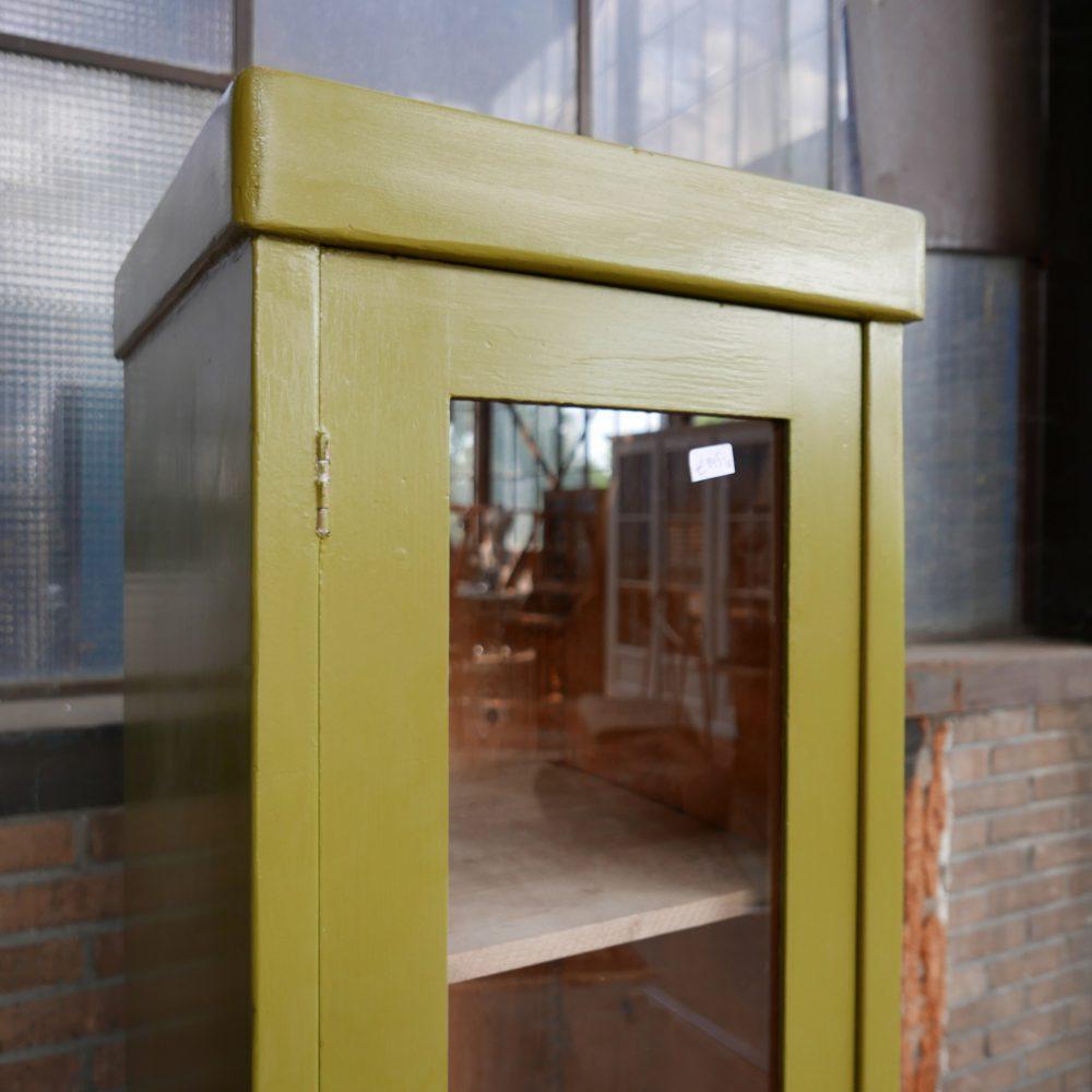 Groene vitrinekast