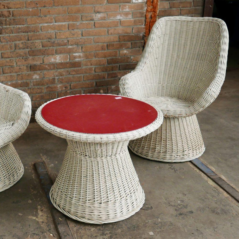 Vintage rieten set stoelen en tafel