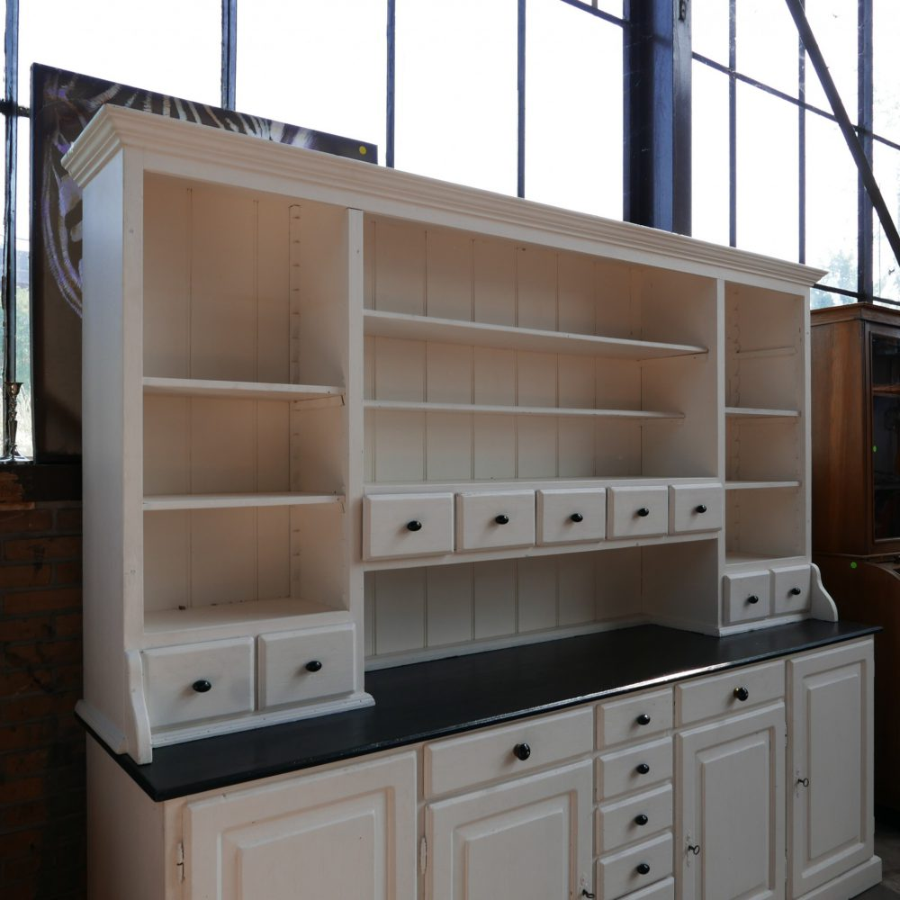 witte houten keukenkast