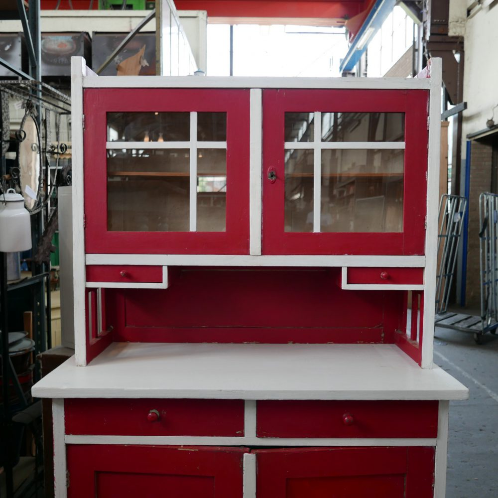 Rood-witte buffetkast