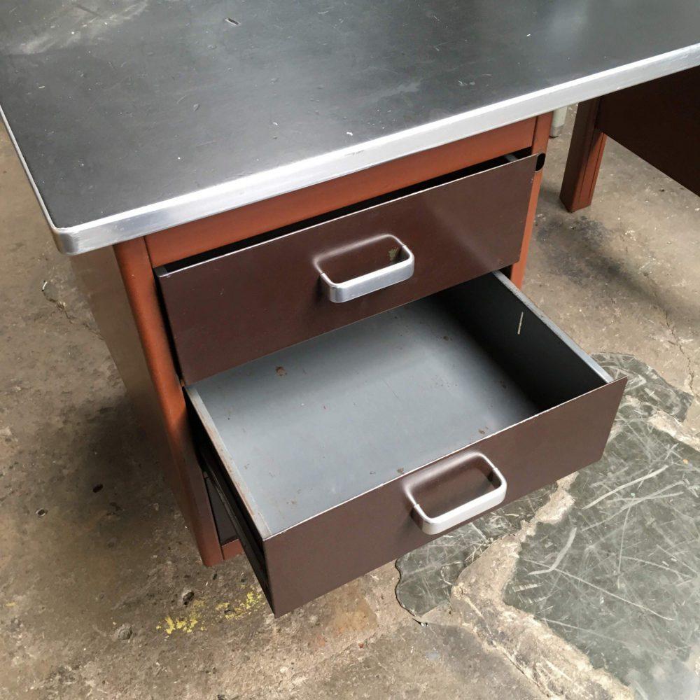 Industrieel bruin metalen bureau