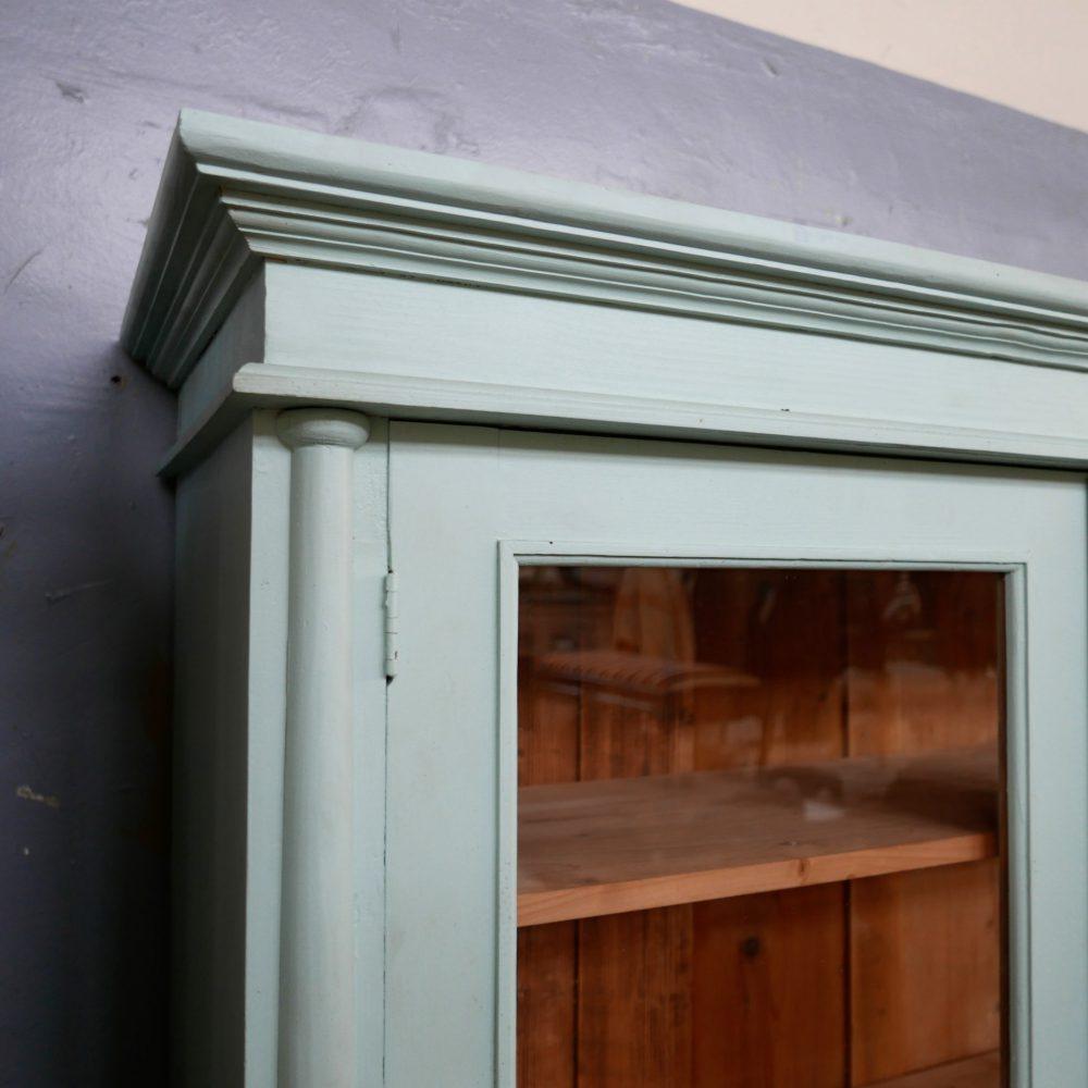 Industriële blauwe vitrinekast