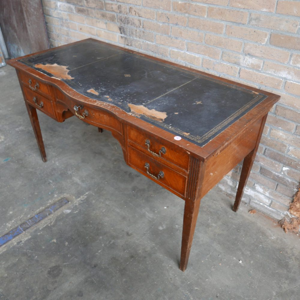 Antiek houten bureau