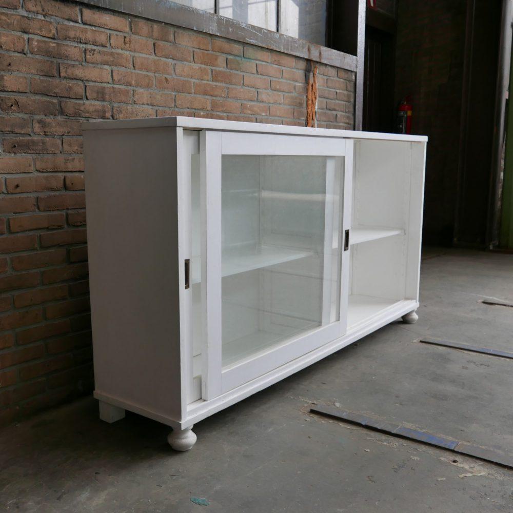 Wit houten dressoir