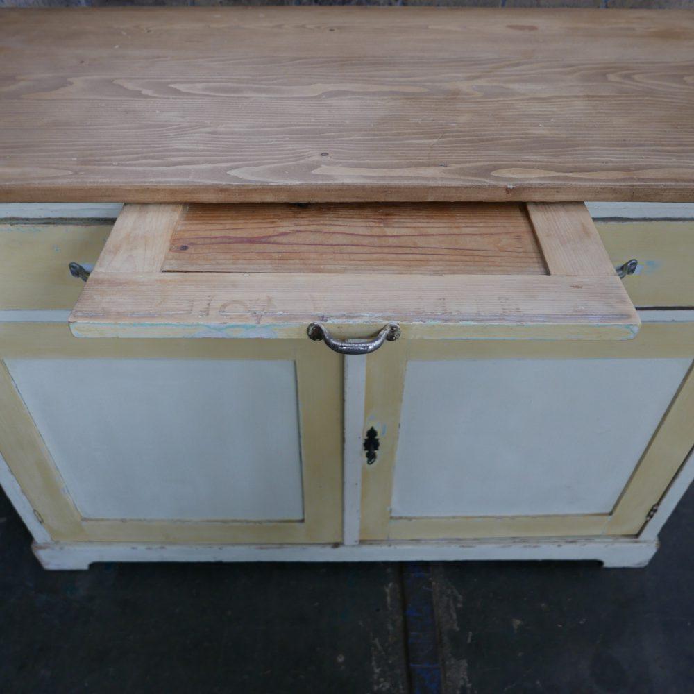 wit-gele keukenkast