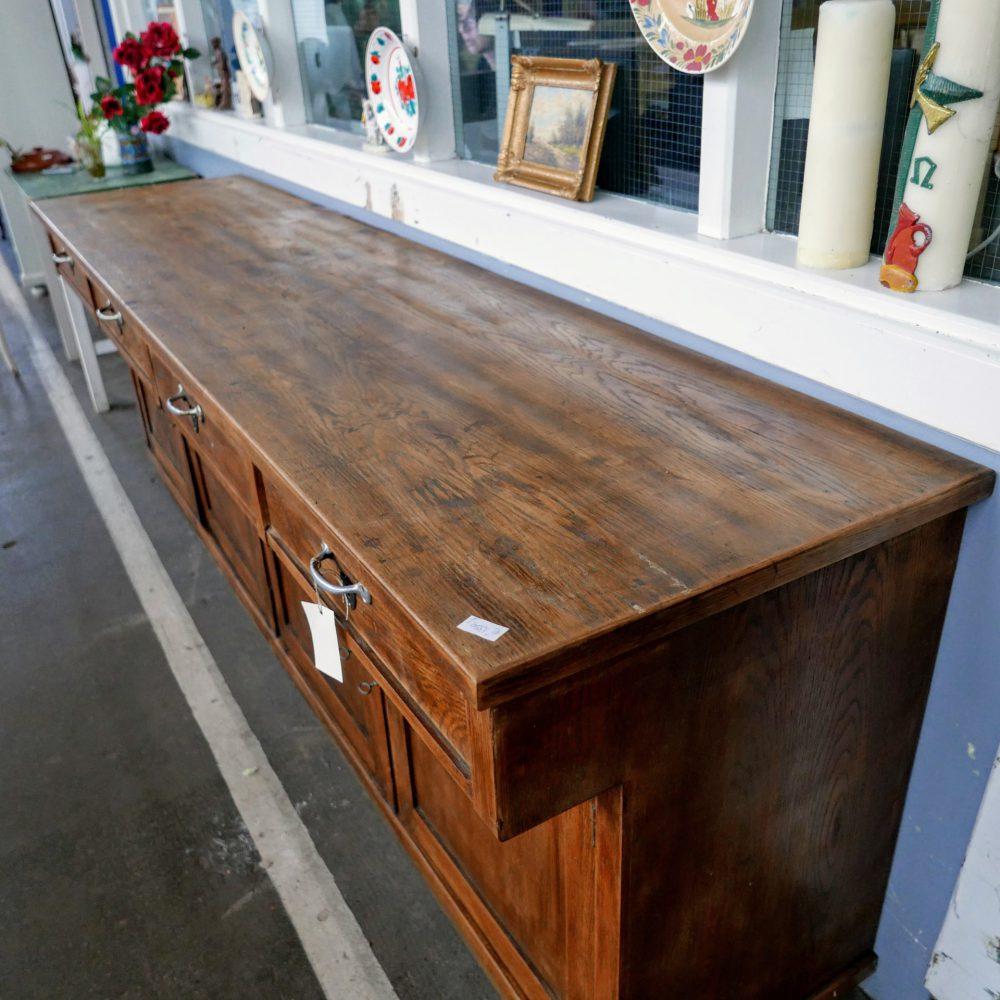 Bruine houten toog