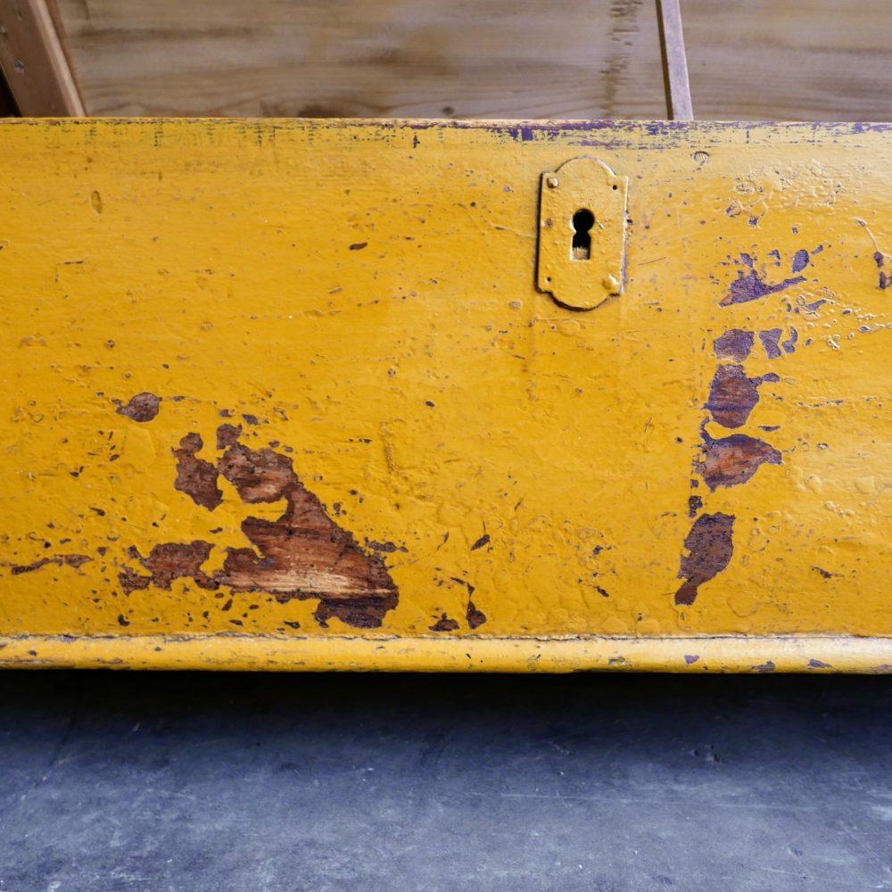 Gele klepbank
