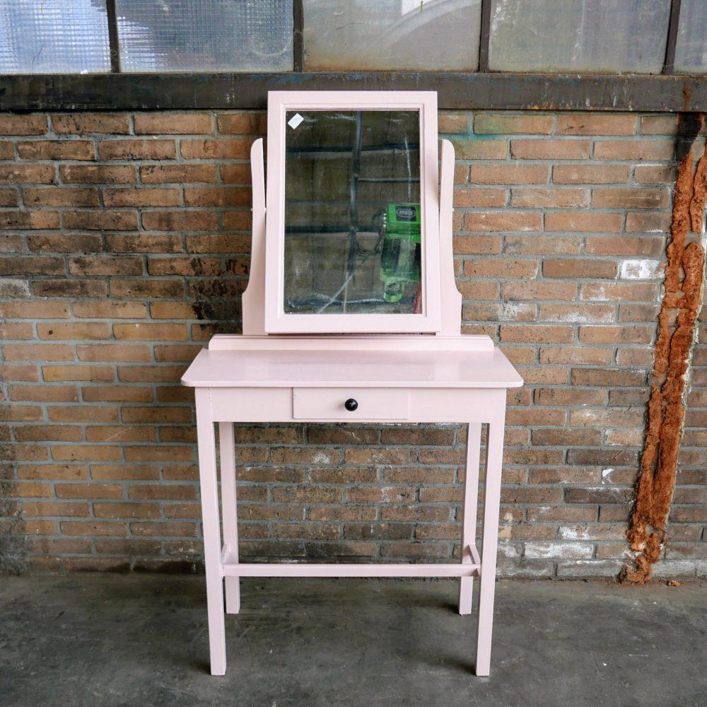 Roze kaptafel met spiegel