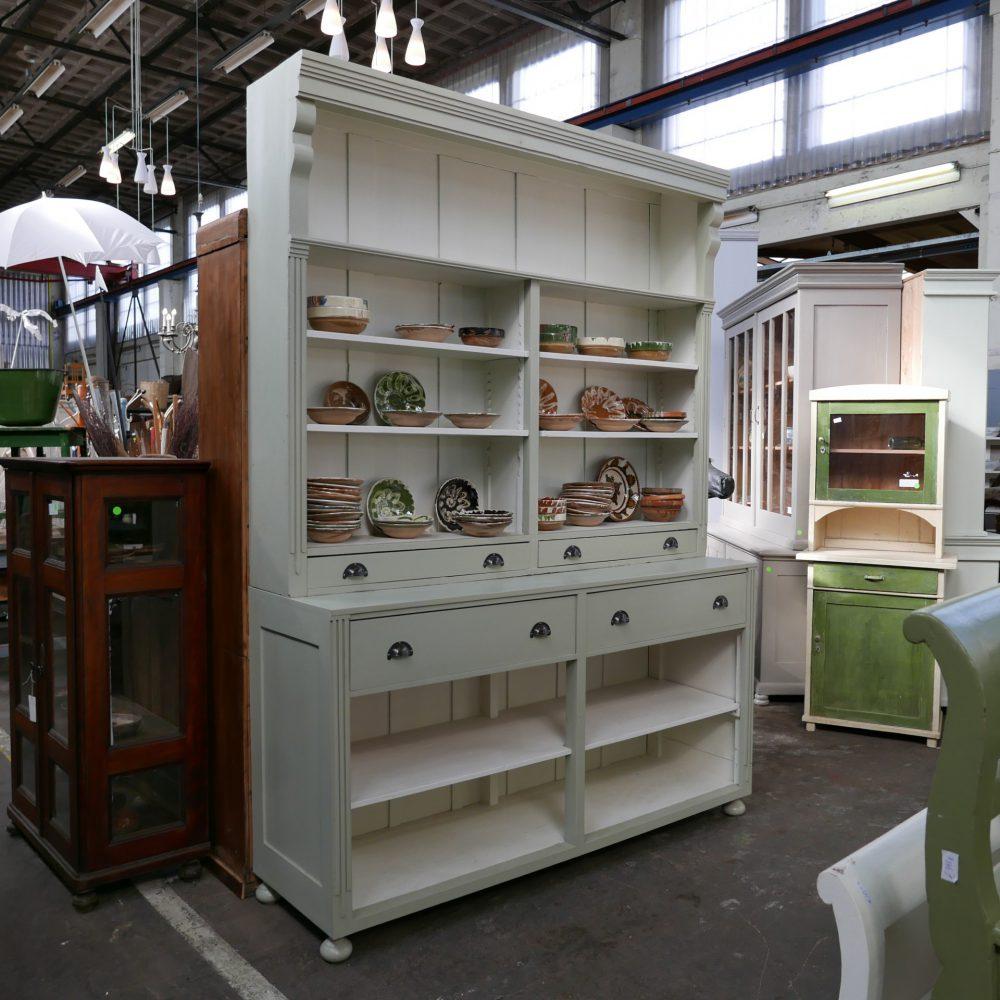 Groen-witte winkelkast