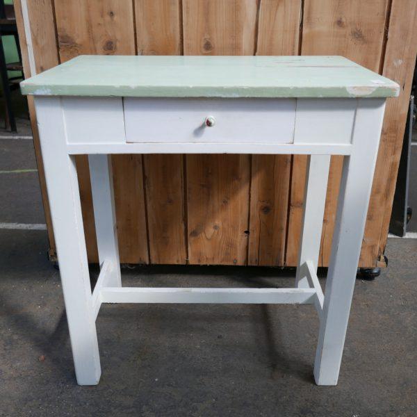 Wit tafeltje met lade