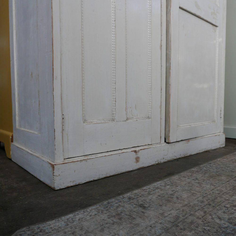 Witte spiegelkast