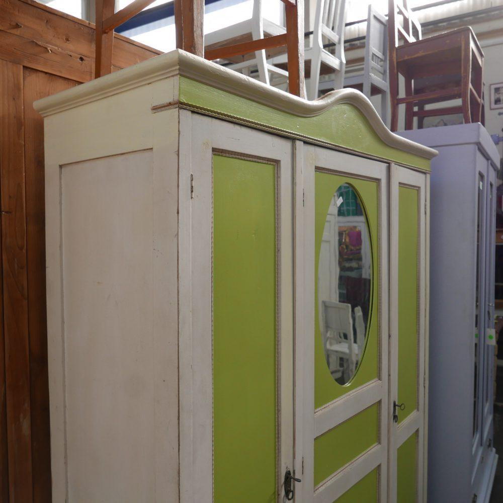 Wit-groene spiegelkast