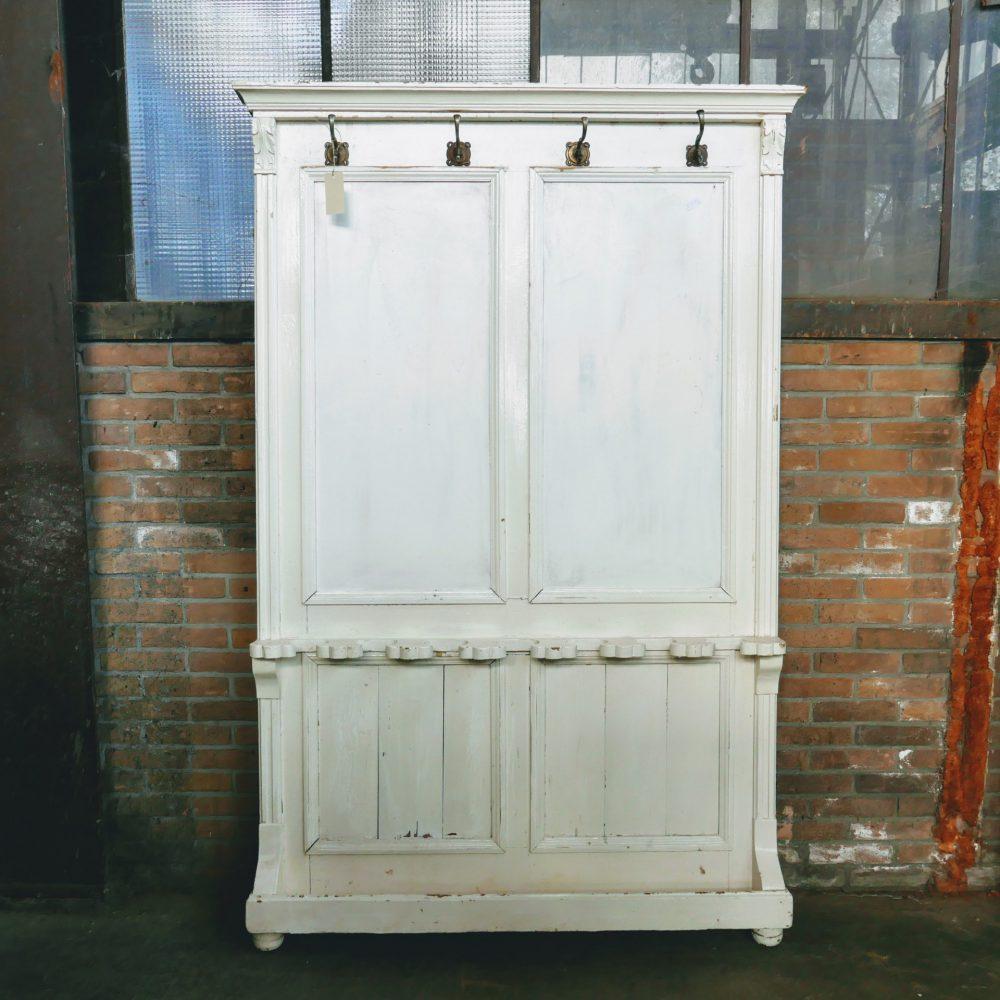 Wit houten kapstokpaneel kapstokmeubel