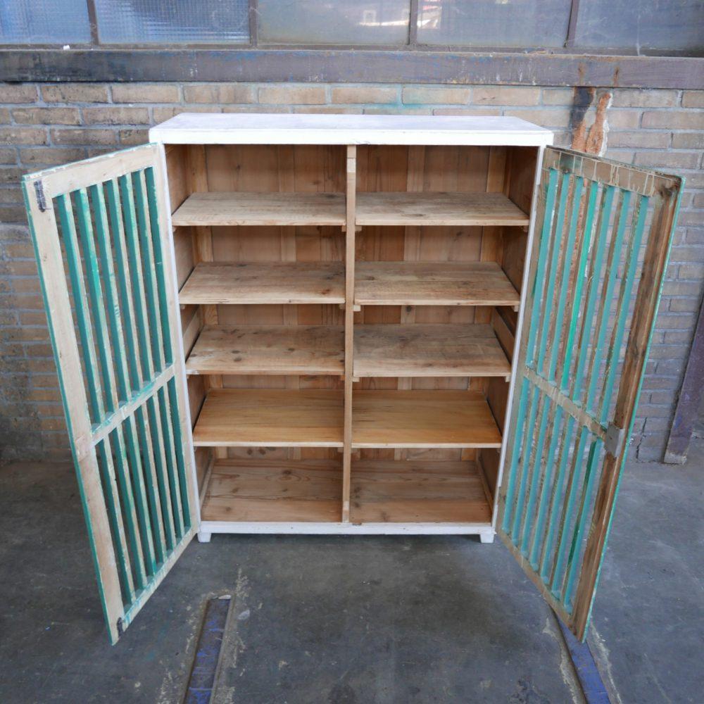Opengewerkte kast