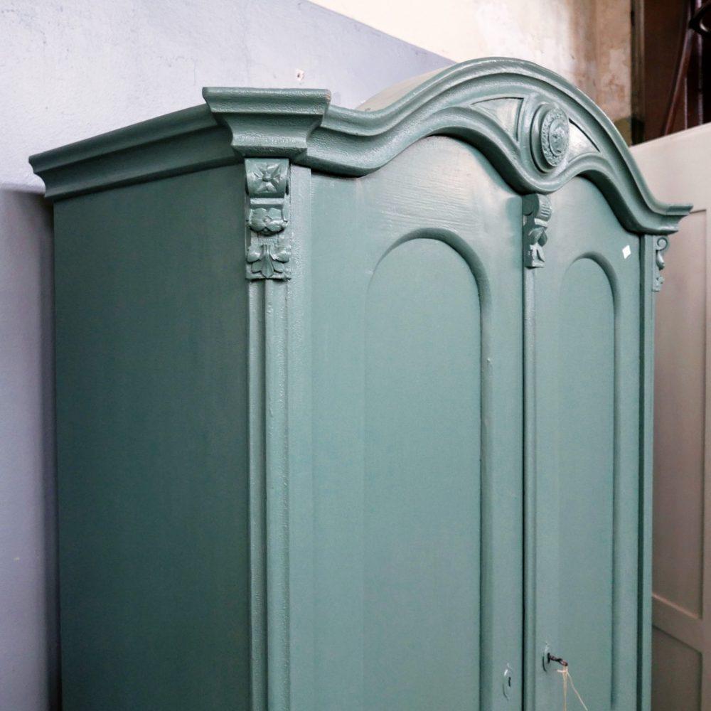 Groenblauwe linnenkast
