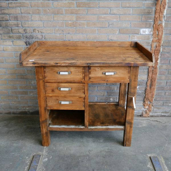 Houten werktafel of commode