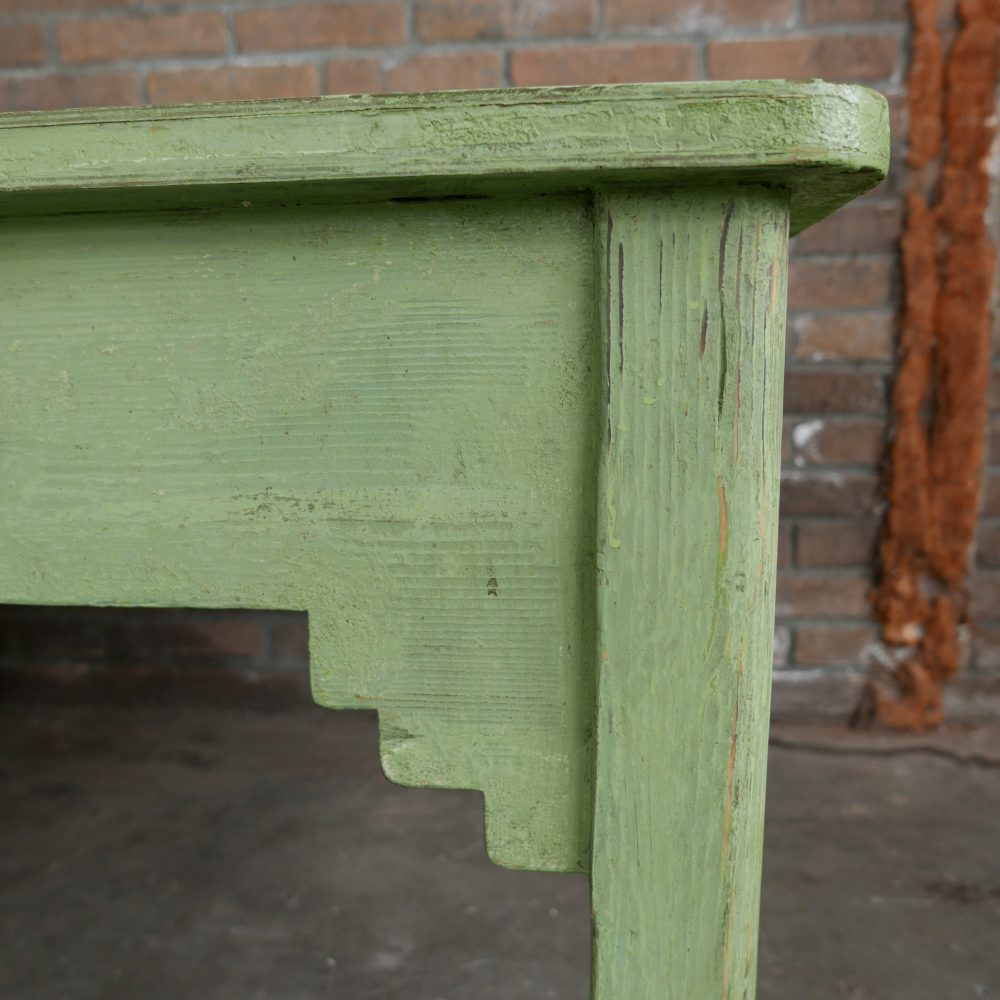 Groene houten salontafel