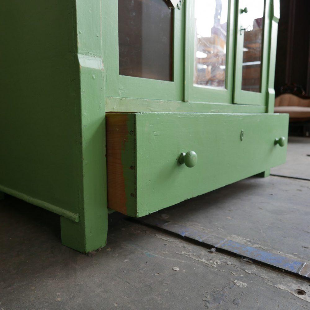 Groene onderkast met spiegel
